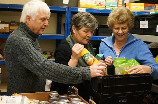 WaveneyFoodbankPacking640