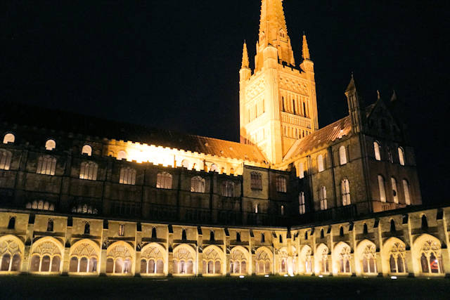 NorwichCathedralNight640